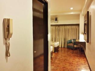 Richville Hotel Manila - Standard Suite