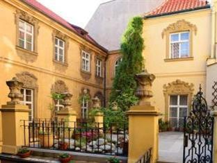 Hotel U Zlateho Jelena - Golden Deer Prague - Terrace