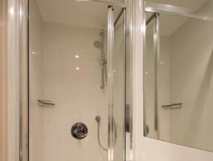 Notting Hill Serviced Apartments London - Bathroom
