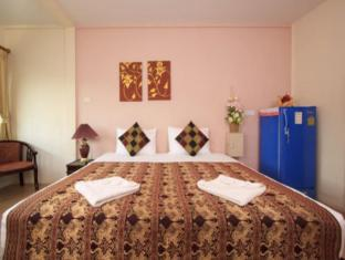 Lucky Lek's Guesthouse Phuket - Deluxe Room
