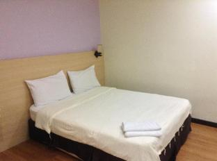 Malaysia Hotel Accommodation Cheap | Maxim Hotel Kota Kinabalu Kota Kinabalu - Queen Bed No Window