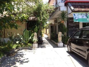 Lake Grace Villas Bali - Car parking available and secured 24 hours
