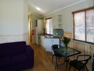 Shoal Bay Holiday Park - Room type photo