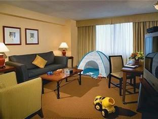 Delta Chelsea Hotel Toronto (ON) - Family Suite