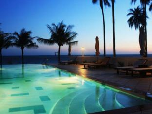 Grace Boutique Resort Phan Thiet - Pool in the evening