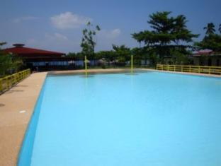 Camp Holiday Resort & Recreation Area Davao - Kolam renang