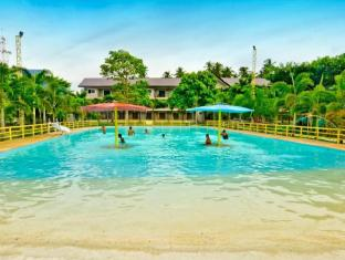 Camp Holiday Resort & Recreation Area Davao - Yüzme havuzu
