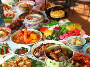 Hotel Grand Pacific Singapore - Peranakan Buffet at Sun's Cafe