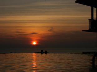 Karon Phunaka Resort and Spa Phuket - Sunset view