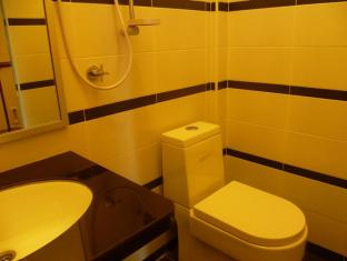 Anggerik Lodging Hotel Penang - Bathroom
