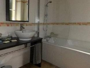 Hotel Rollan De By Bégadan - Bathroom