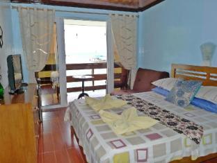 Pura Vida Inn & Tours El Nido - Beachfront Deluxe Room