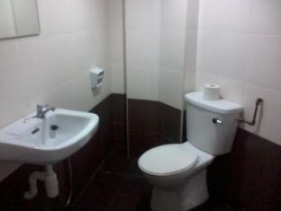 Ferringhi Inn & Cafe Penang - Bathroom