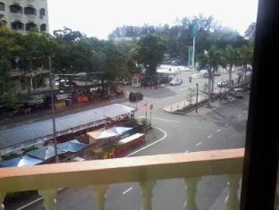 Ferringhi Inn & Cafe Penang - Mini Balcony From Family Room