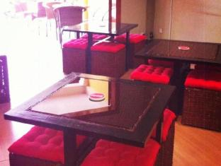 Mad House Phnom Penh - Inside dining