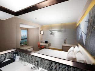 Hotel de Edge by Rhombus Hong Kong - Deluxe Harbour View
