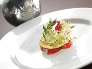 Hotel de Edge by Rhombus Hong Kong - Panzanella Salad in glo restaurant & lounge