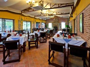 Maruni Sanctuary Lodge Park Narodowy Chitwan - Restauracja