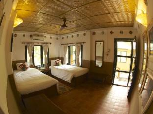 Maruni Sanctuary Lodge Chitwan National Park - Deluxe cottage with air condition