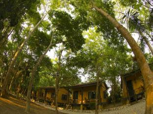 Maruni Sanctuary Lodge גן לאומי צ'יטובאן - בית המלון מבחוץ