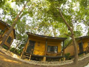 Maruni Sanctuary Lodge Park Narodowy Chitwan - Hotel z zewnątrz