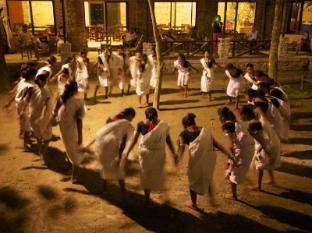 Maruni Sanctuary Lodge Chitwan National Park - Tharu Dance at Lodge
