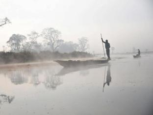 Maruni Sanctuary Lodge Chitwan National Park - Canoe Safari at Morning
