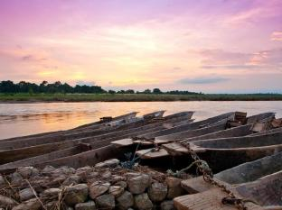 Maruni Sanctuary Lodge Chitwan National Park - Canoe Safari