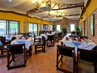 Maruni Sanctuary Lodge Chitwan National Park - Food, drink and entertainment