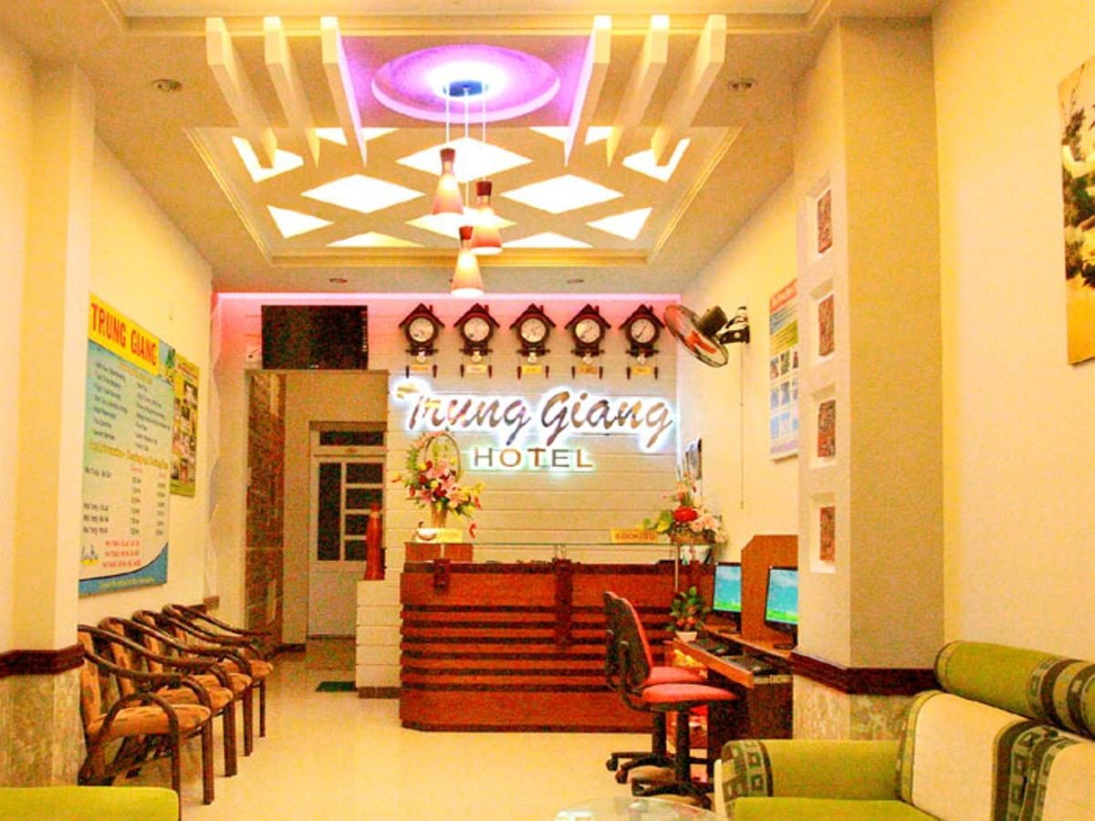 Hotell The River Trung Giang Hotel