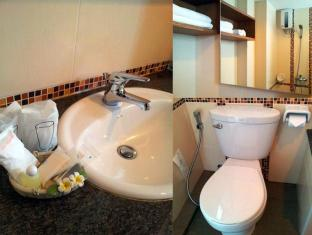Chinotel Phuket - Bathroom