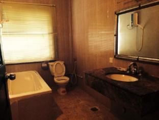 Hometown Hotel Phnom Penh - Bathroom