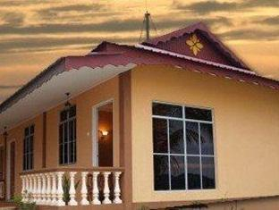 Villa Idaman Motel - 2 star located at Pantai Cenang