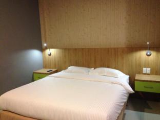 Wisma Sederhana Budget Hotel Medan - Royal Room King Size Bed