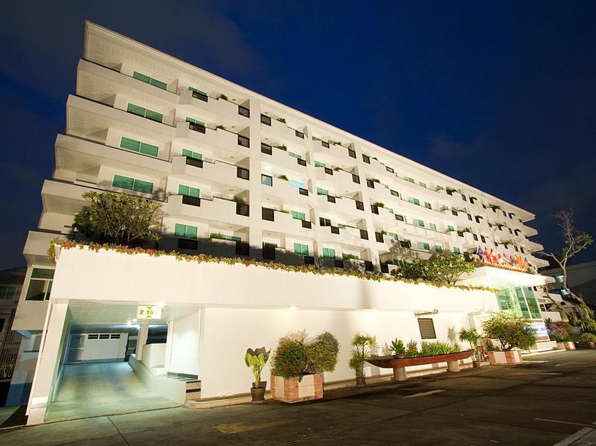 The laurel suite apartment chatuchak bangkok thailand for Park suite appart hotel