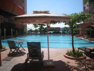 Marina Vacation Condos @ Marina Court Resort Condominium Kota Kinabalu - Swimming Pool