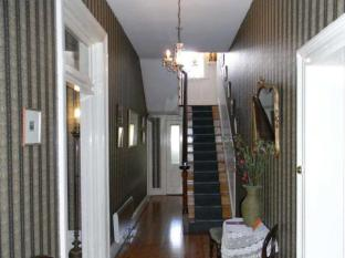 Windmill Hill Lodge B&B Launceston - Victorian staircase