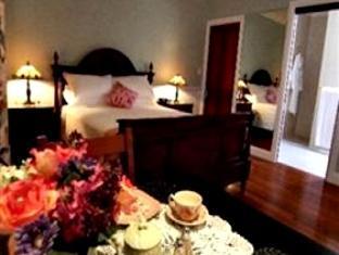 Reid's Place Hotel - More photos