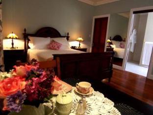 Reid's Place Hotel - Room type photo
