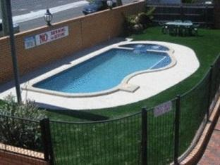 Carnegie Motor Inn Melbourne - Swimming Pool