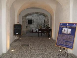 Hostel Palazzo della Città Agnone - Entrance