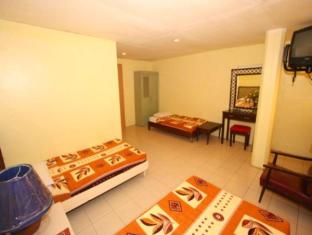 Bohol La Roca Hotel Bohol - Small Family Room
