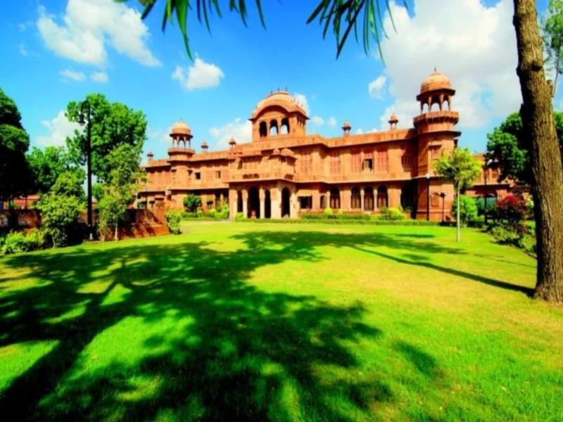 Hotel WelcomHeritage Lallgarh Palace