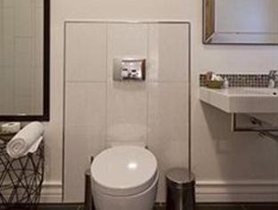 The Grange Guest House Durban - Ground floor queen full bathroom