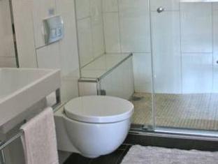 The Grange Guest House Durban - bathroom to 1st floor queen