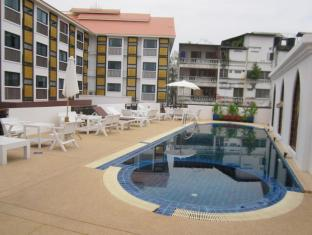 Wangburapa Grand Hotel Chiang Mai - Swimming Pool
