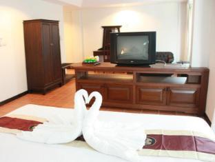 Wangburapa Grand Hotel Chiang Mai - Family Deluxe Suite <br> Living Area