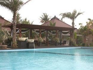 Palm Beach Resort Jepara - Kolam renang
