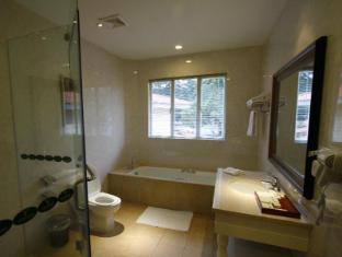 Fontana Hotel and Villas - Fontana Hot Spring Leisure Parks Angeles / Clark - Bathroom