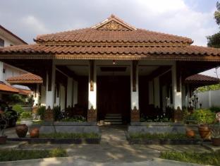 Lodging Hotel Sadinah Solo (Surakarta), Indonesia
